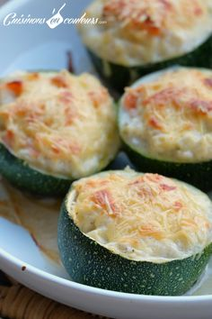 Stuffed zucchini with smoked salmon More - Quick and Easy Recipes Zucchini Boat Recipes, Vegetable Recipes, Zucchini Boats, Healthy Dinner Recipes, Keto Recipes, Cooking Recipes, Smoked Salmon, Food Porn, Food And Drink