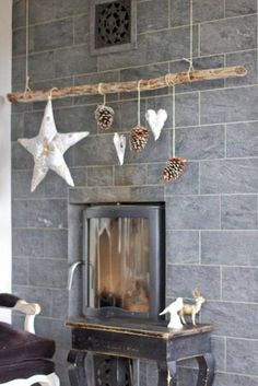 45 Original Christmas Ideas, Suspended Branches with Holiday Ornaments Christmas Fireplace, Rustic Christmas, Christmas Home, Christmas Ornaments, Christmas Swags, Primitive Christmas, Deco Noel Nature, Outdoor Christmas Tree Decorations, Diy Xmas