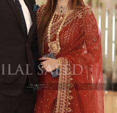 Beautiful Pakistani Dresses, Pakistani Formal Dresses, Pakistani Fashion Casual, Pakistani Wedding Outfits, Elegant Saree, Pakistani Dress Design, Shadi Dresses, Indian Gowns Dresses, Brocade Blouse Designs