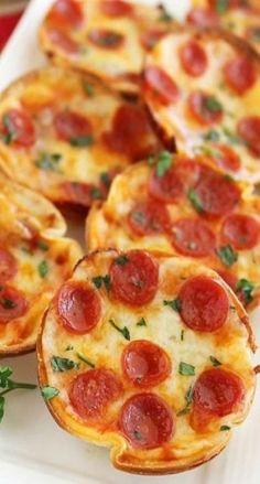 Best party food savoury kids mini pizzas Ideas Informations About Best party food s Tortilla Pizza, Pizza Appetizers, Appetizer Recipes, Mini Pizzas, Kids Pizza Party, Party Food Buffet, Mini Tortillas, Best Party Food, Breakfast