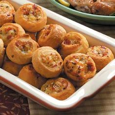 Pepperoni Pinwheels - so good, especially when made with garlic crescent rolls! Pinwheel Recipes, Pinwheel Appetizers, Appetizers For Party, Appetizer Dips, Appetizer Recipes, Appetizers Superbowl, Party Snacks, Snack Recipes, Sandwiches