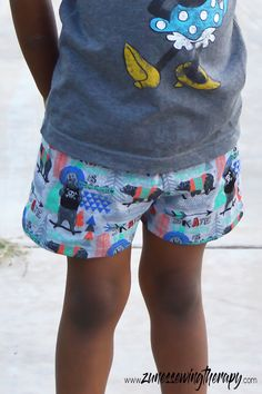 Kids Shorts with Free Sewing Pattern - - A comfy pair of shorts are a must have for every kid! You can use this free sewing pattern to make shorts in woven or knit fabrics for your little boy or girl. This simple and quick sewing project …. Toddler Sewing Patterns, Free Printable Sewing Patterns, Kids Clothes Patterns, Sewing Kids Clothes, Sewing For Kids, Free Sewing, Dress Patterns, Bags Sewing, Pattern Sewing