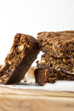 Toffee Cinnamon Oatmeal Cookie Bars (Vegan + Gluten-Free) — Oh She Glows Use oat flour instead of almond flour and use an egg instead of flax egg. Paleo, Vegan Gluten Free, Sin Gluten, Easy Desserts, Dessert Recipes, Healthier Desserts, Healthy Sweets, Healthy Foods, Oatmeal Cookie Bars