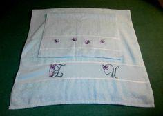 Set di asciugamani ricamato con iniziali e farfalle