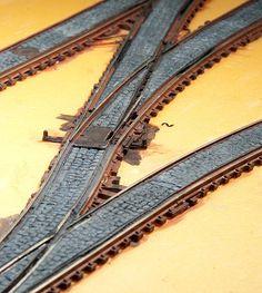 Scale Models, N Scale Model Trains, Model Train Layouts, Escala Ho, Street Run, Model Railway Track Plans, Train Platform, Train Room, Hobby Trains