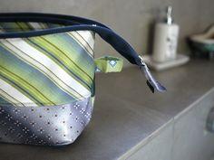 Ma vie en vert: Nog wat zelfmaakplezier met plastrons: een make-uptasje (of een toilettas)