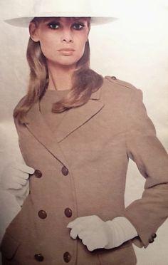 1965 Jean Shrimpton in Queen .August