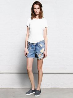 Boyfriend shorts are a perfect choice for going from the beach to the street. // Rag and Bone Boyfriend Shorts in Rebel