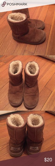 Youth Girls Short Uggs Used. Tiny hole in front. Good Clean and they will be good as new! Size youth 1. UGG Shoes Boots