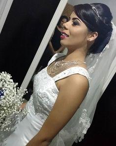Bom diiiaaaa!!! Ainda sobre sábado: Make e cabelo que fiz na noiva, a iluminação não está boa, mas o que vale é a lembrança.😍 Se eu conseguir uma foto melhor posto aqui.  #Delaias&Isaac #Make #Noiva #Makeup #InstaBlogguer #Bride #Maquiagem #AmoMaquiagem #BlogsAracaju #Blog #Wedding #MaquiagemNoiva #PenteadoNoiva #InstaBeauty #Blogger #InstaAju #InstaBlogs #Instagram #Instabgs #BlogAju #AracajuBlogs #BloggerAju