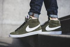 Nike Blazer Mid Premium Urban Haze comes dressed in a Urban Haze Green, White and Gum Light Brown color scheme that's releasing now through select shops. Nike Kicks, Kicks Shoes, Men's Shoes, Shoe Boots, Sneaker Outfits, Nike Shoes Outfits, Shoes Jordans, Sneakers Mode, Casual Sneakers