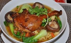 Vietnamese-food-recipes-Noodle-with-herbal-duck-soup-Mi-vit