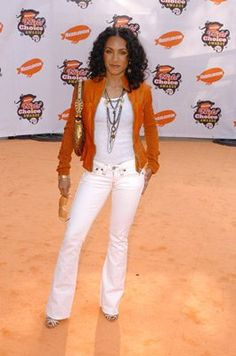 Jada Pinkett Smith (Height 5'0)