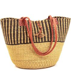 Weavers in the region use the abundant Veta vera Elephant grass to weave these incredibly hardy, useful baskets.