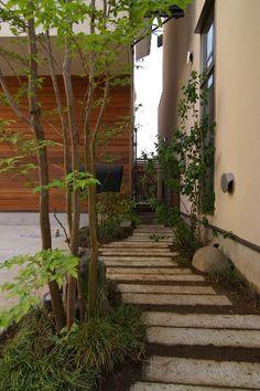 通り庭 Garden Paving, Garden Paths, Backyard Retreat, Backyard Landscaping, Western Landscape, Asian Garden, Exterior Makeover, Love Garden, Balcony Garden