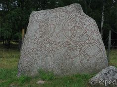 Vaksala     had this stone raised in memory of Ketilbjôrn, his father; and Rúnfríðr in memory of (her) husbandman, and Ígulfastr arranged (it), and Œpir.      This rune stone is very big, and it's one of rune-master Œpir's finest.