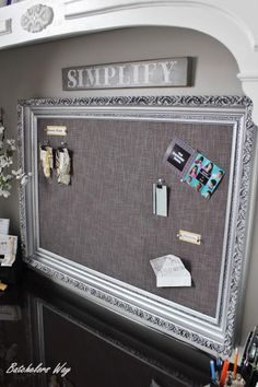 DIY Pinboard: DIY Elegant Looking Pinboard love this in so many ways: the sign of simplify about the dream board. The frame that holds your dreams and goals. Not sure if I would like this in my craft room or office Pinboard Diy, Diy Tableau, Ideas Para Organizar, Old Frames, Ideas For Frames, Picture Frame Decorating Ideas, Big Picture Frame Ideas, Painting Picture Frames, Diy Picture Frames On The Wall