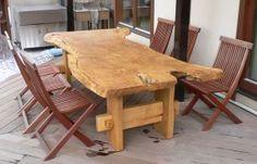 この画像のページは「優しい雰囲気がある木を使用したテーブル おすすめのテーブルは?」の記事の1枚目の画像です。木製品の製造と販売の有限会社 然のテラス用ダイニングテーブル テラス用のダイニングテーブル 自然木を活かしたテラス用のテーブルは温もりのあるテーブルですね。関連画像や関連まとめも多数掲載しています。