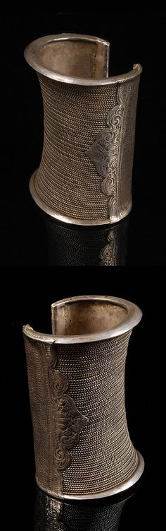 Laos | Bracelet; silver braided wires with decoration and repousse. The inside width measures 6 cm. | ca. 19th century | 600$