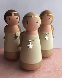 Guardian Angel wooden peg dolls ©️ Available personalised on Etsy from Gabe & Penny for Christmas Wood, Christmas Angels, Christmas Crafts, Xmas, Wood Peg Dolls, Clothespin Dolls, Dolly Doll, Theme Noel, Kids Wood