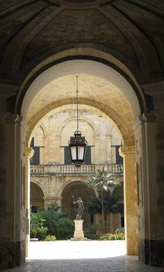 Malta - Valletta Neptune's courtyard