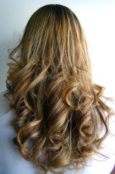 """Sandra Hipolito; resolvi usar um tonalizante """"Banho de Brilho"""" na cor prata, o cabelo ficou muito macio e com um brilho maravilhoso."""