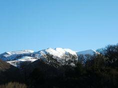 Sierra de Pesquerín con nieve desde #casarural www.fincaelpalacio.com en Torín #Piloña #Asturias