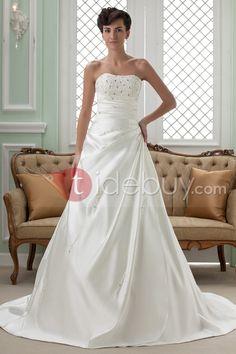 Aライン プリンセス ストラップレス チャペルトレーン ウェディングドレス