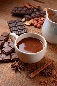 Die meisten Menschen sind echte Schleckermäuler. Egal ob es die Tafel Schokolade, das Eis oder der süße Latte Macchiato am Morgen ist: Zucker ist ständiger Alltagsbegleiter von vielen Menschen. Leider ist herkömmlicher Industriezucker alles andere als gesund oder für den Körper gut verträglich. Er übersäuert, fördert Karies und greift bei übermäßigem Verzehr sogar die Organe an. Weiter auf unserem Blog lesen... Latte Macchiato, Kakao, Chocolate Fondue, Blog, Tableware, Desserts, Dental Caries, Don't Care, Sugar