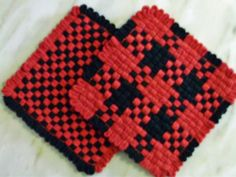 PAIR of Black and Red Woven Cotton Potholders or Hot Pads - Made ... Potholder Loom, Potholder Patterns, Fabric Crafts, Sewing Crafts, Loom Weaving, Fabric Weaving, Buffalo Check Fabric, Weaving For Kids, Ribbon Art