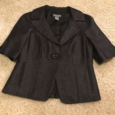 Ann Taylor Jacket So gorgeous! Short sleeve blazer. Single front bottom, POCKETS!!! This is a set but the skirt is a smaller size so I have them listed separately. Will make a deal if you buy the set! Ann Taylor Jackets & Coats Blazers