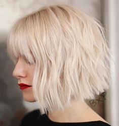 Jaw-Length Shaggy Haircut with Side Bangs - 70 Fabulous Choppy Bob Hairstyles – Best Textured Bob Ideas - The Trending Hairstyle Short Choppy Bobs, Choppy Bob Haircuts, Wavy Bobs, Short Bob Hairstyles, Choppy Bob With Fringe, Haircut Short, Blonde Bob With Bangs, Layered Haircuts, Curly Haircuts