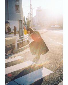 "sara on Instagram: ""・ ・ 自分の思い出写真達は、あの時こうだったなとかあれ面白かったなとかいろんな記憶を思い出せるから何があっても撮り続けたい ・ ・ ・ ・ ・ #film #film_jp #coregraphy #photography #lGersJP #impression_shots…"" Photography Editing, Photography Women, Creative Photography, Portrait Photography, Japanese Photography, Studio Ghibli Art, Simple Portrait, Photo Reference, Aesthetic Pictures"
