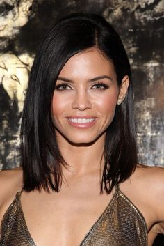 Choppy and Wavy Lob - 60 Inspiring Long Bob Hairstyles and Long Bob Haircuts for 2019 - The Trending Hairstyle Long Bob Hairstyles, Pretty Hairstyles, Short Brunette Hairstyles, Pixie Haircuts, Layered Haircuts, Hair Styles Brunette, Bobbed Haircuts, Braided Hairstyles, Brunette Haircut