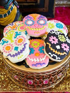 Does the bride love bright colors? Go with a Day of the Dead theme and use a technicolor palette throughout her fall bridal shower, from cool paper decorations to vibrant sugar skull cookies. Halloween Cookies, Halloween Treats, Sugar Skull Wedding, Day Of The Dead Party, Day Of Dead, Day Of The Dead Skull, Hallowen Ideas, Halloween Birthday, 2nd Birthday