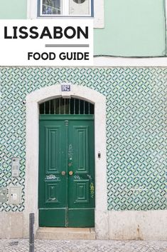 Eating and drinking in Lisbon: a culinary tour of discovery through Portugal& capital - Looking for culinary tips for Lisbon? In our Lisbon Food Guide we show you our restaurant tips, whe - Visit Portugal, Portugal Travel, Holland Strand, Lisbon Food, Rooftop Bar, Nightlife Travel, Moorish, Culture Travel, Asia Travel