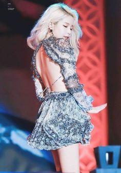 Check out Mamamoo @ Iomoio South Korean Girls, Korean Girl Groups, Mamamoo Kpop, Solar Mamamoo, Yongin, Soyeon, Stage Outfits, Kpop Fashion, Girl Crushes