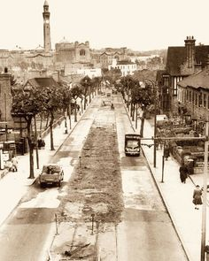 """Bristol Rd, Selly (University of Birmingham at the top of the photo)"" Old Pictures, Old Photos, Vintage Photos, Birmingham City Centre, Birmingham England, Bristol City, City Road, 2nd City, West Midlands"