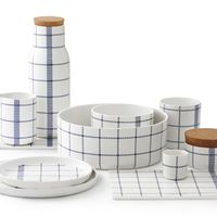 Normann Copenhagen presents the Mormor / Grandma series designed by Gry Fager. Modern ceramics for the dining table, the design is inspired. Blue Cups, Blue Bowl, Ceramic Tableware, Kitchenware, Ceramic Bowls, Norman Copenhagen, Copenhagen Design, Copenhagen Denmark, Blue Dinnerware
