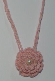 Crochet: Flower Necklaces.