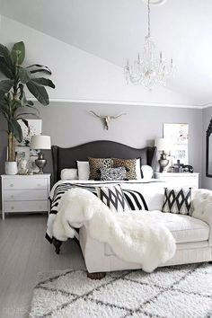 Comfy Eclectic Master Bedroom Decor Ideas and Remodel - bedroom furniture ideas Huge Bedrooms, Huge Master Bedroom, Master Bedroom Design, Cozy Bedroom, Home Decor Bedroom, Pretty Bedroom, Bedroom Designs, Bedroom Wall, Master Bedroom Furniture Ideas