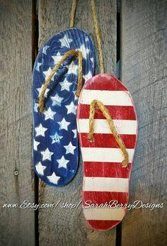 Flip Flop Decor – American Flag -Wooden Flip Flops -Summer Decorations-Summer Wreath – Beach Decor – of July-Front Door Wreath-Patriotic - Summer Diy Americana Crafts, Patriotic Crafts, July Crafts, Summer Crafts, Patriotic Flags, Rustic Americana Decor, Americana Kitchen, Patriotic Wreath, Summer Diy