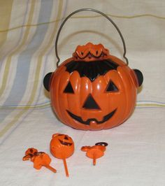 Vintage HALLOWEEN Rosbro Hard Plastic Jack-O-Lantern Crown Top Candy Container