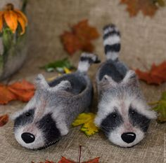 Raccoons, home Slippers felted from sheep wool. by Demyanoff on Etsy Wool Shoes, Felt Shoes, Needle Felted Animals, Felt Animals, Nuno Felting, Needle Felting, Wool Art, Felted Slippers, Sheep Wool