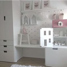 Organization of the playing area with storage space in the nursery Organisation des Spielbereichs mit Stauraum im Kinderzimmer Baby Bedroom, Nursery Room, Girls Bedroom, Deco Kids, Kids Room Design, Little Girl Rooms, Fashion Room, Kid Spaces, My New Room
