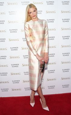 Jaime King does feminine like no other in this cream and pink striped dress. Modest Dresses, Trendy Dresses, Nice Dresses, King Fashion, Star Fashion, Fashion 101, Ladies Fashion, Trendy Fashion, Womens Fashion