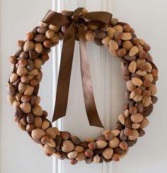 Instructions to Make a Nut Wreath -- Credit: Webb Chappell/Wonderful Machine Diy Christmas Garland, Diy Fall Wreath, Diy Garland, Autumn Wreaths, Christmas Crafts, Wreath Ideas, Thanksgiving Wreaths, Thanksgiving Decorations, Christmas Decorations