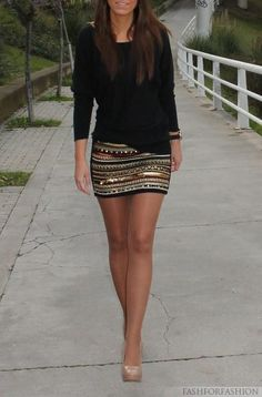 Skirt and black top.