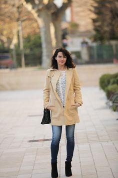 Look trench, jeans Salsa, blouse Sézane Paris.