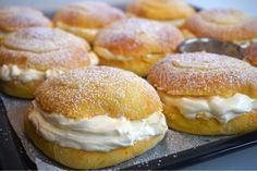 Saffron cream cake buns with lovely vanilla cream - - Cream Cake, Cream Cream, Vanilla Cream, Fika, Bagel, Smoothie Recipes, Food And Drink, Sweets, Healthy Recipes